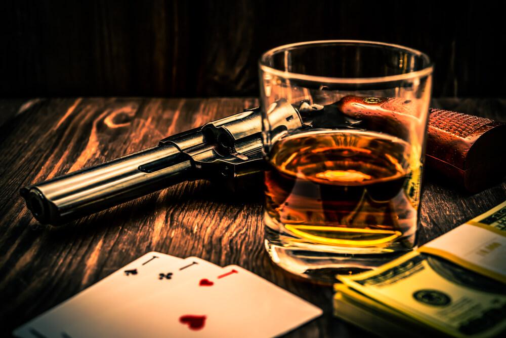 Воры в законе играют в карты всплывает окно с рекламой казино вулкан